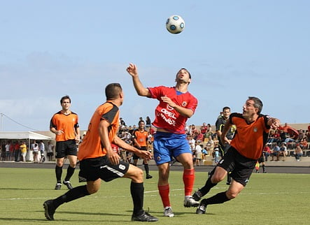Players from CD Corralejo and Lanzarote compete for the ball.