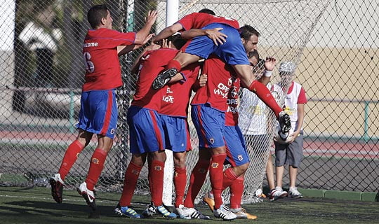 UD Lanzarote players celebrating a goal together